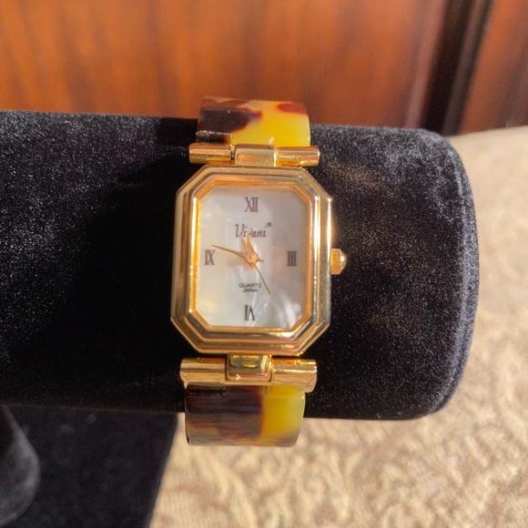 Women Tortoise & Gold Style Dressy Wrist Watch